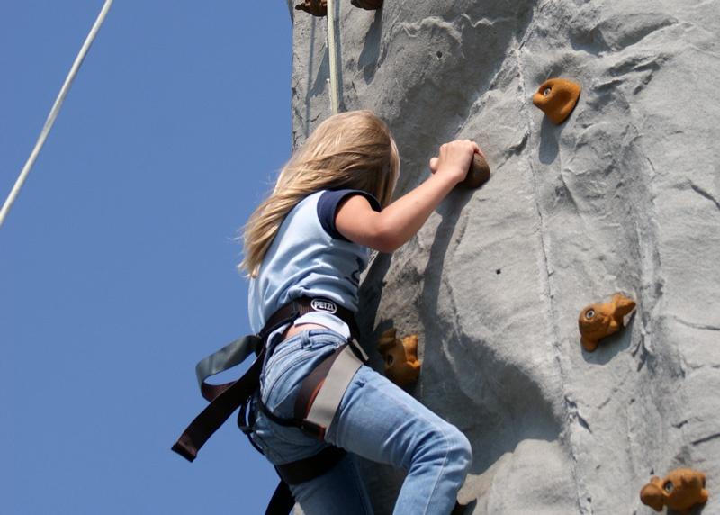 girl-rock-climbing